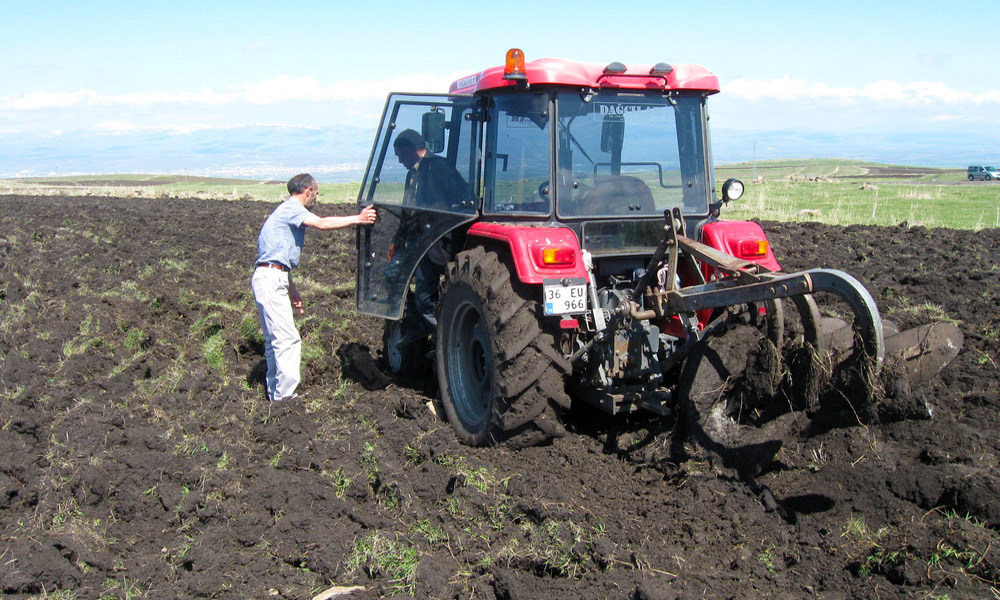 traktorlerin-nufusu-da-yas-ortalamasi-da-artiyor.jpg